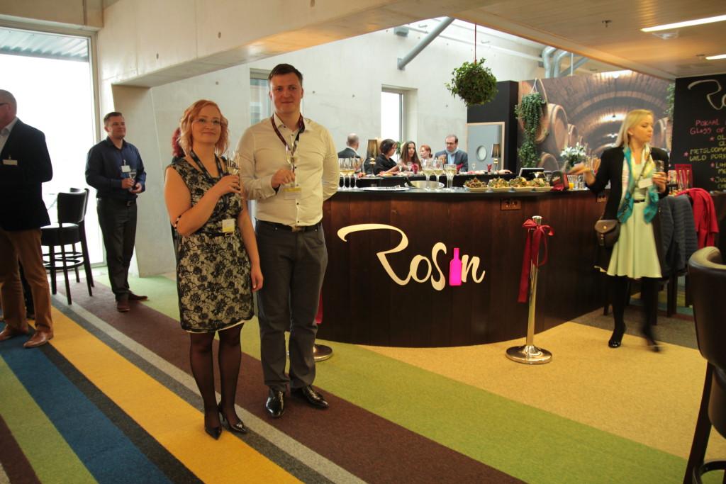 GALERII! Eile avati Tallinna Lennujaamas pidulikult veinigurmaanidele loodud veinibaar Rosin