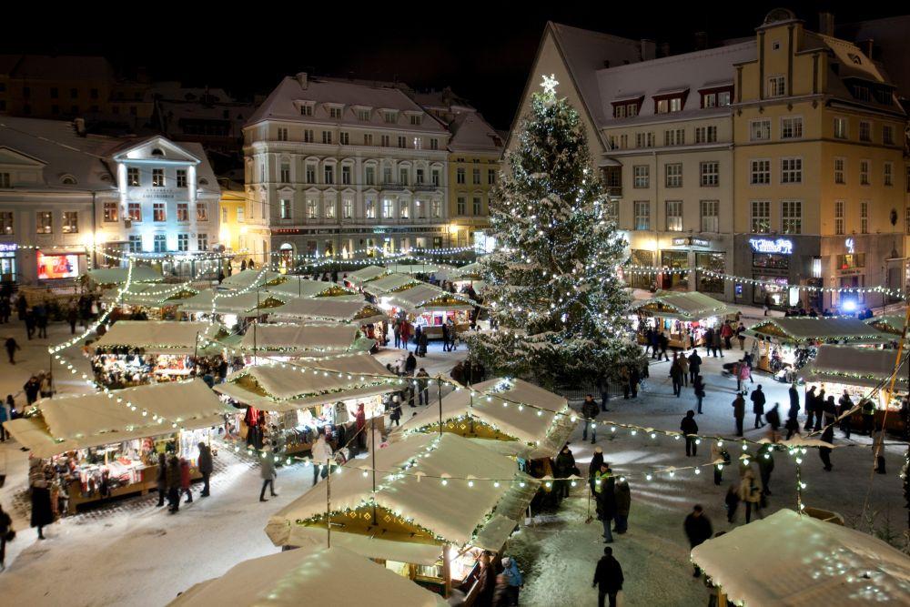 TULE KOGU PEREGA! Pühapäeval süttib Tallinna Jõuluturul advendiküünal