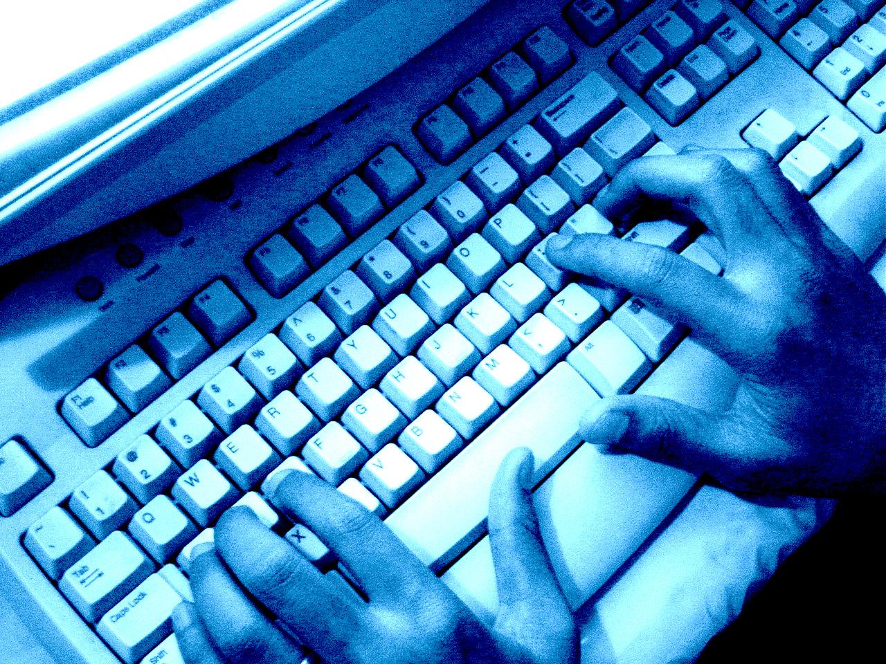 OLE TEADLIK! Uuring: Eesti vanemad ei kaitse lapsi piisavalt internetiohtude eest