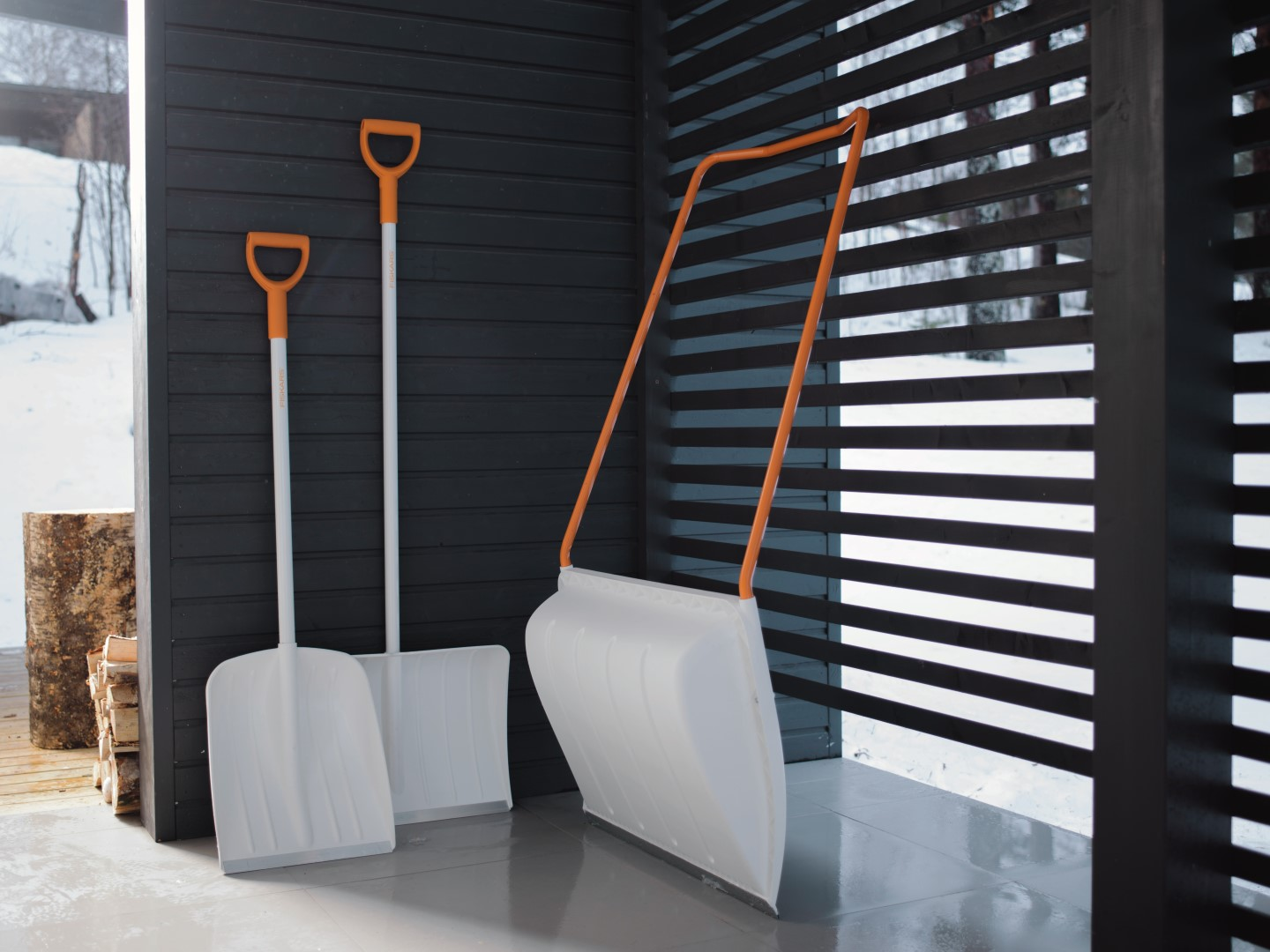 Fiskars_Environmental_Garden_SnowXpert_white_pusher_spade_sledge