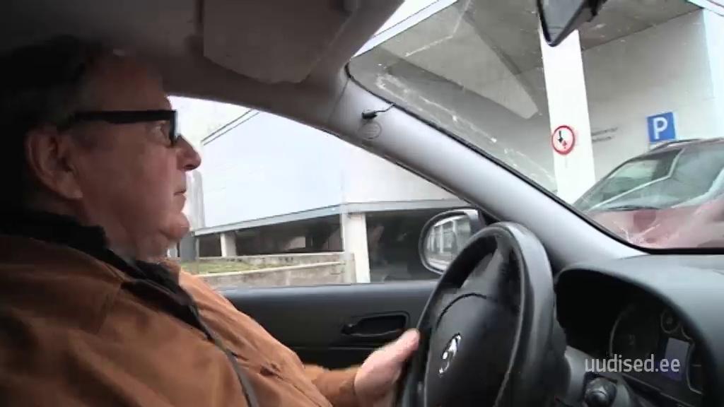 OLE TEADLIK! Eakad autojuhid saavad täiendkoolitustel vajalike näpunäiteid