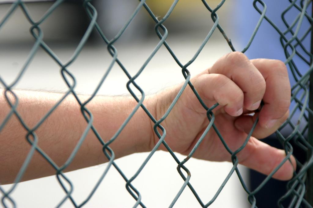 KUIDAS TÕHUSAMALT VÄGIVALLA VASTU VÕIDELDA? Õiguskomisjon arutab avalikul istungil naistevastase ja perevägivalla vastu võitlemist