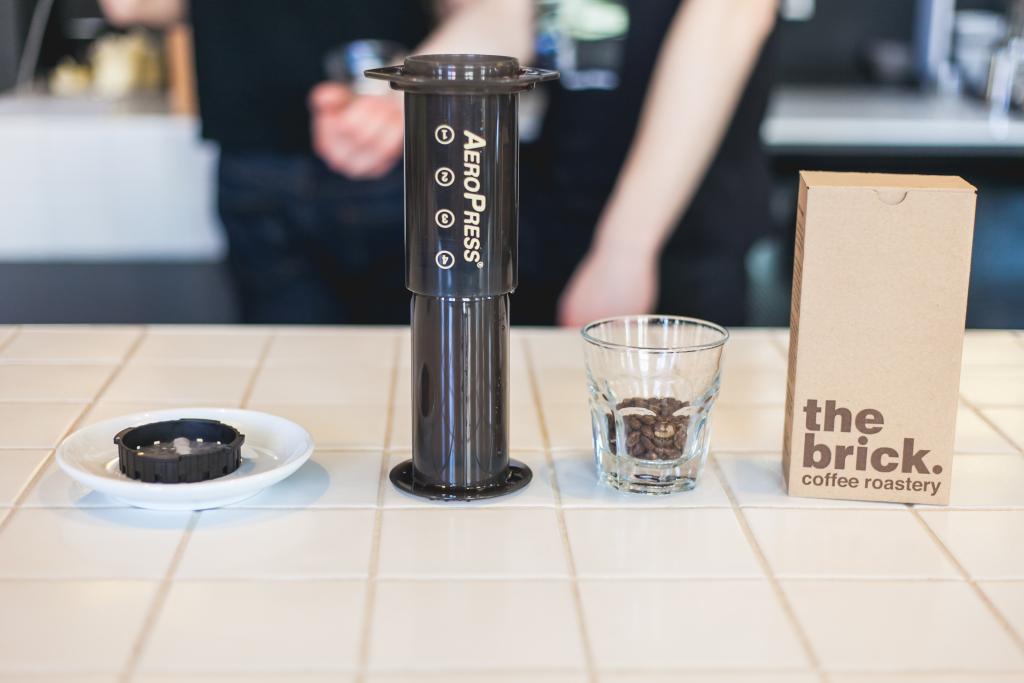 KOHVIMEISTER ÕPETAB! Aeropress kohv on filter- ja presskannukohvi hübriid