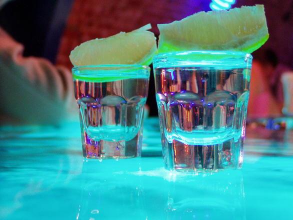 OLE TEADLIK! Õiguskomisjon kaalub täna liiklusõnnetuse järgse alkoholi tarbimise kriminaliseerimist