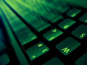 green-computer-1552038