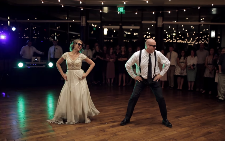 VAATA LAHEDAT VIDEOT! Isa ja tütre tants pulmas muutus šikiks tantsukarusselliks