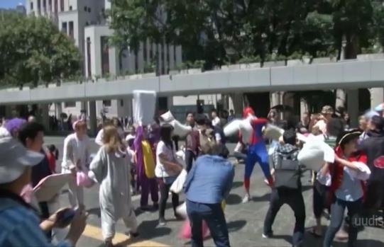 Pidžaamades peole! Hong Kongis tähistati rahvusvahelist padjasõja päeva