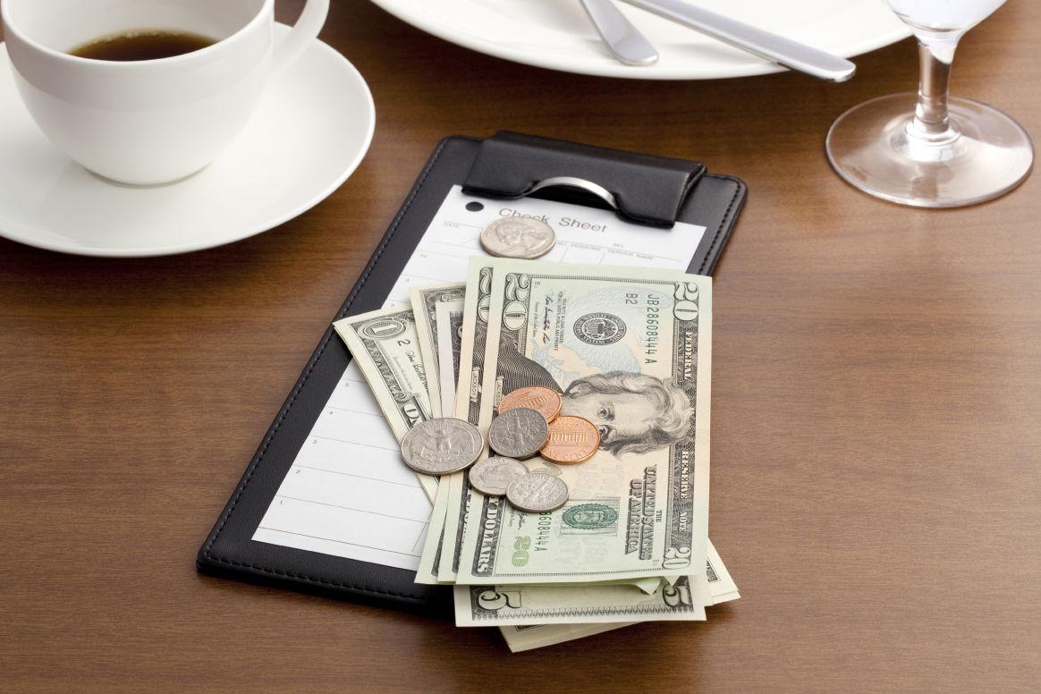 OLE TEADLIK! Millistes riikides ja kui palju tuleks maksta jootraha?