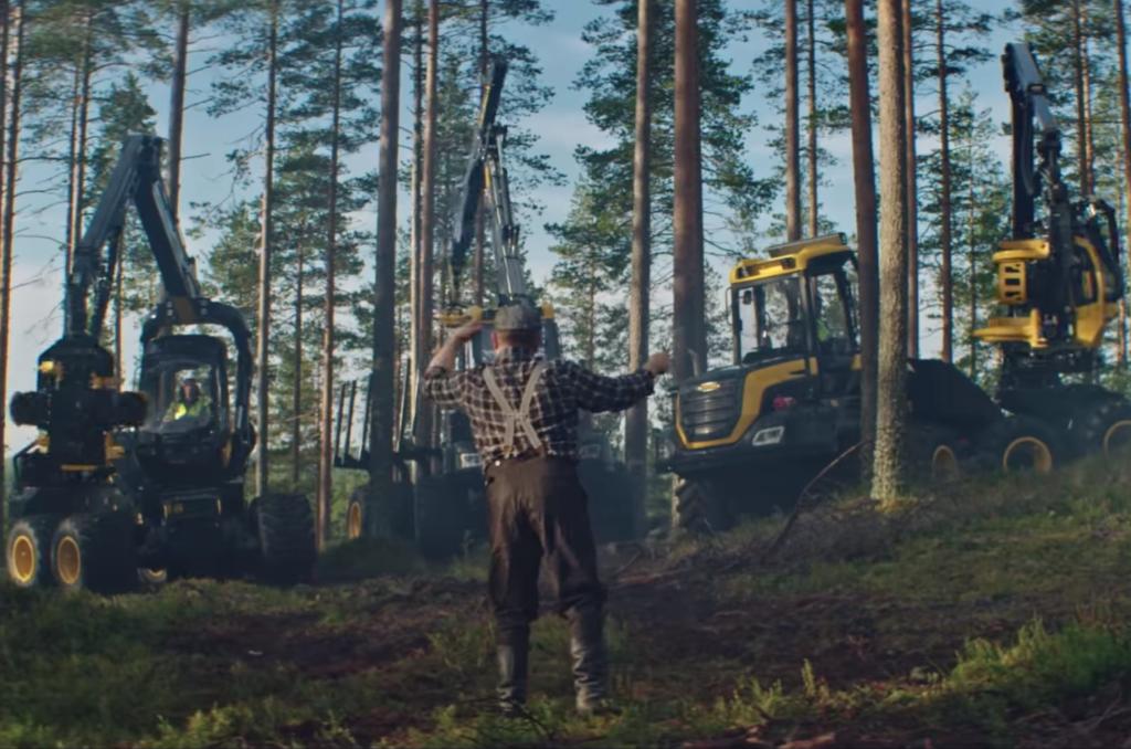 """PALJU ÕNNE, SOOME! Vaata, kuidas põhjanaabrite metsamehed masinatega """"Finlandiat"""" mängivad!"""