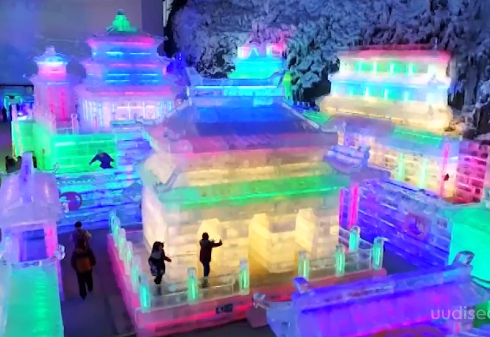 Video! Hiina lummavad jääpargid meelitavad taas turiste jäist ilu nautima