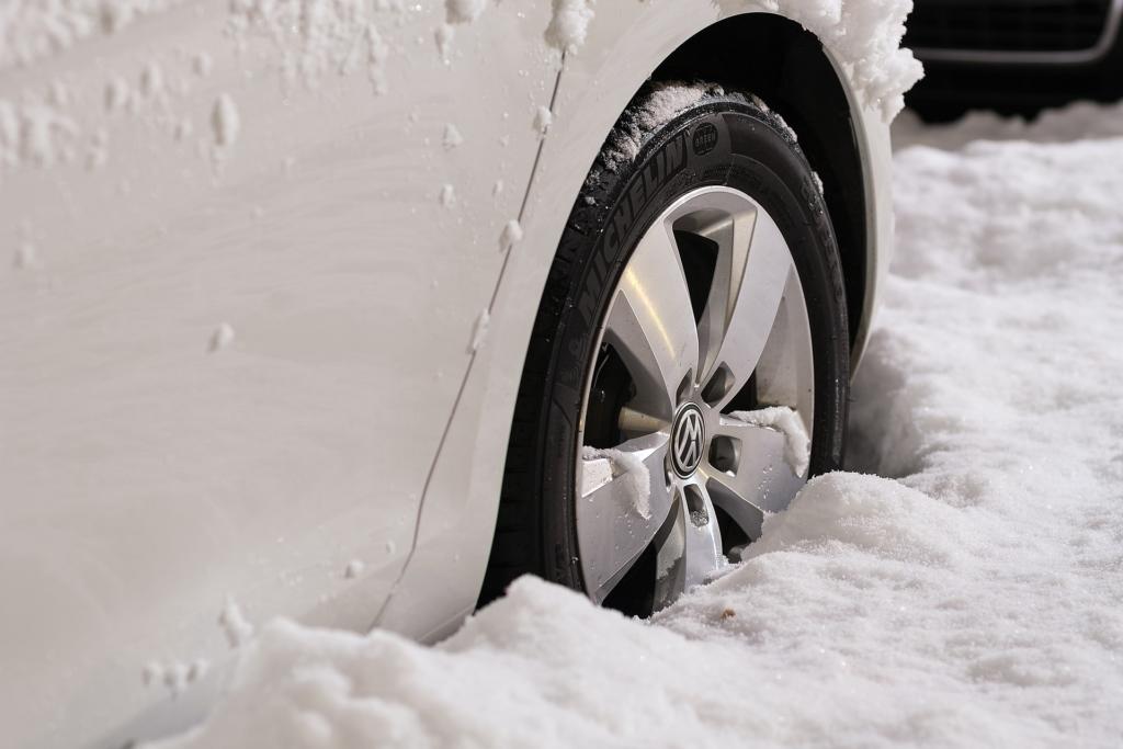 Kuidas külmade ilmade ajal auto käivitumist ning aku tervist tagada?
