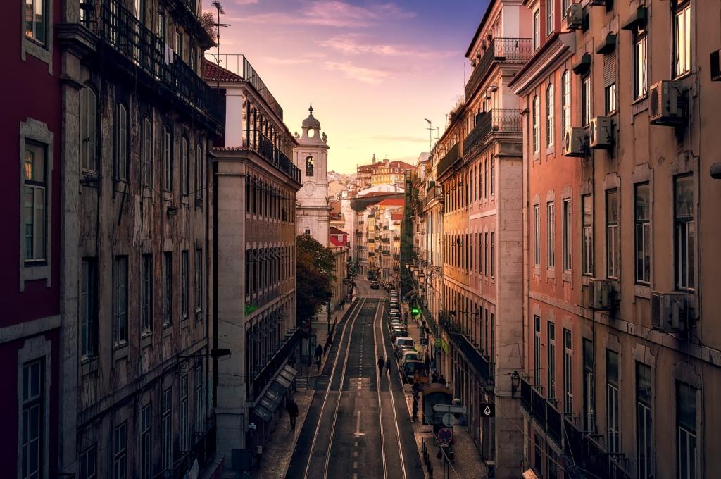 VIDEO! Kohtumine Portugalis eestlannaga: kas Lissaboni elama asumine oleks majanduslikult kasulik?
