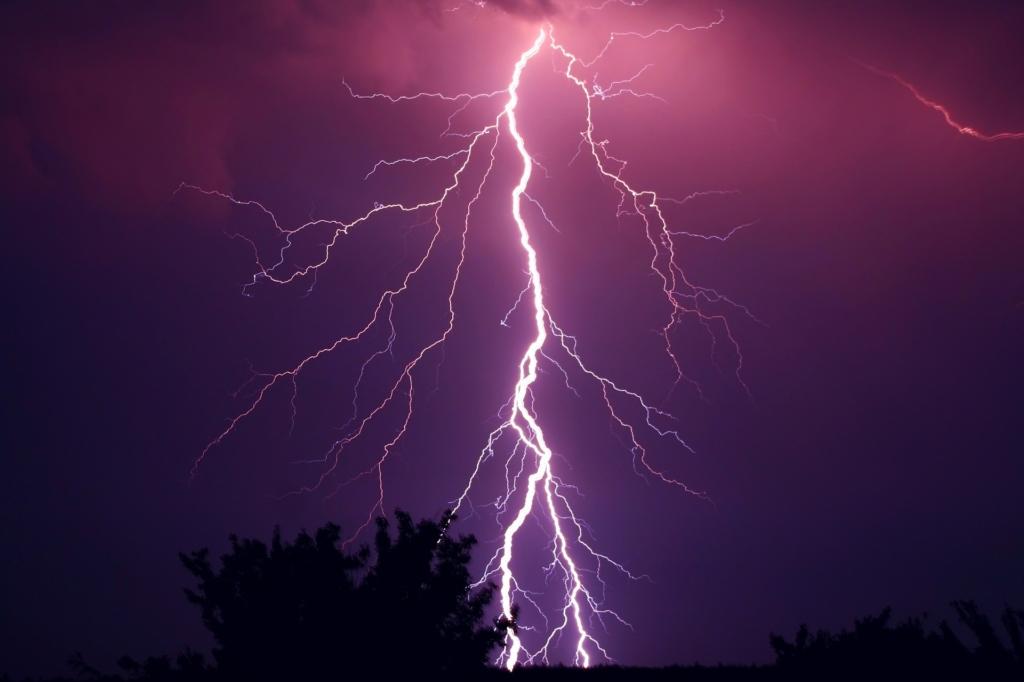 OLE TEADLIK! Elektrilevi soovitused äikesekahjude ennetamiseks