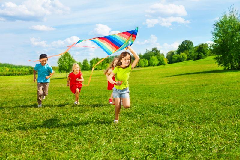 Kuidas valida mänguasjad, mis paneksid lapse aktiivselt suve nautima?